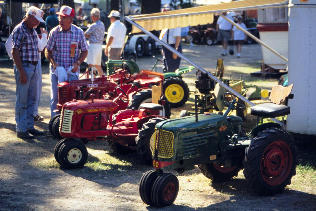 Mini Antique Tractors : Antique engine and tractor shows