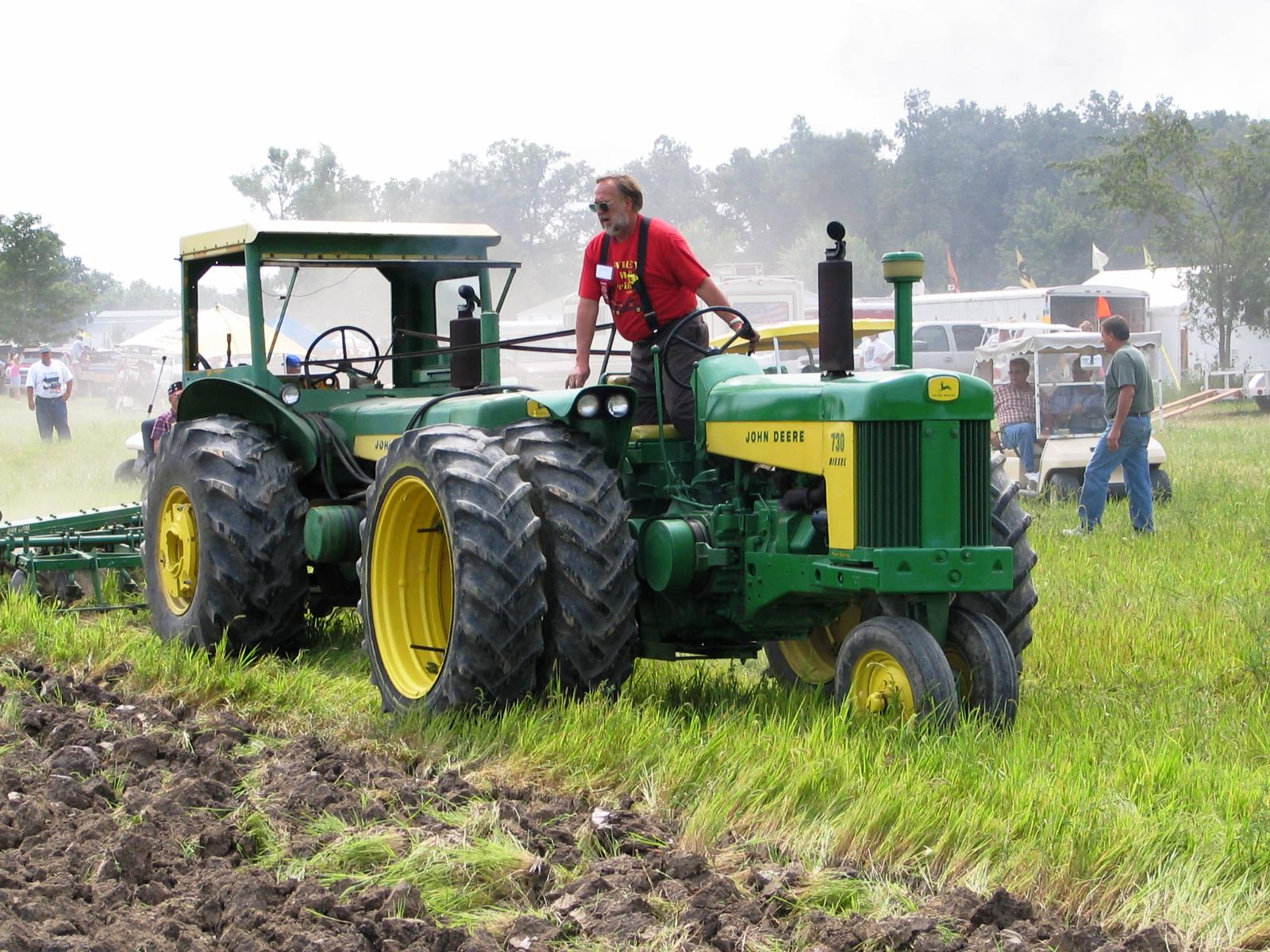 Tandem John Deere Tractors : Antique engine and tractor shows